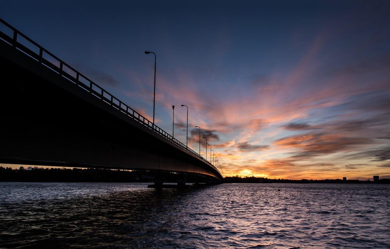 Фото обои море, волны, небо, вода, солнце, облака, закат, мост, природа, город, река, фон, widescreen, обои, wallpaper, …