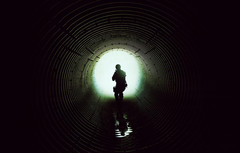 Фото обои свет, круглый, силуэт, тоннель, постер, спецназовец, Наёмница, Sicario