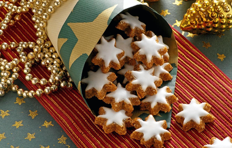 Фото обои игрушки, Новый Год, печенье, Рождество, сладости, бусы, десерт, выпечка, праздники, глазурь, новогодние, новогоднее