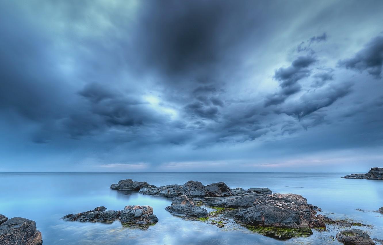 Фото обои море, пляж, небо, тучи, камни, голубое, вечер, Швеция