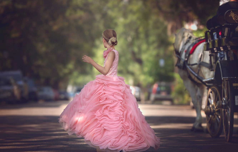 Фото обои улица, платье, девочка, Julia Altork, The Carriage