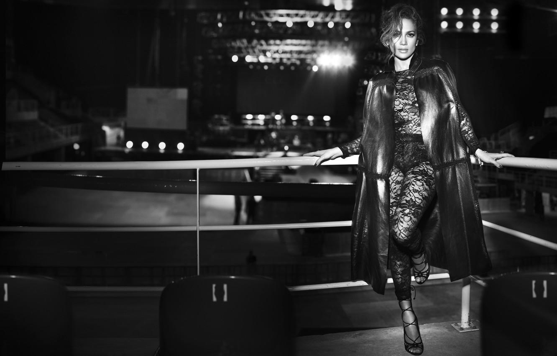Фото обои сцена, стулья, актриса, черно-белое, певица, Jennifer Lopez, Дженнифер Лопез, J Lo