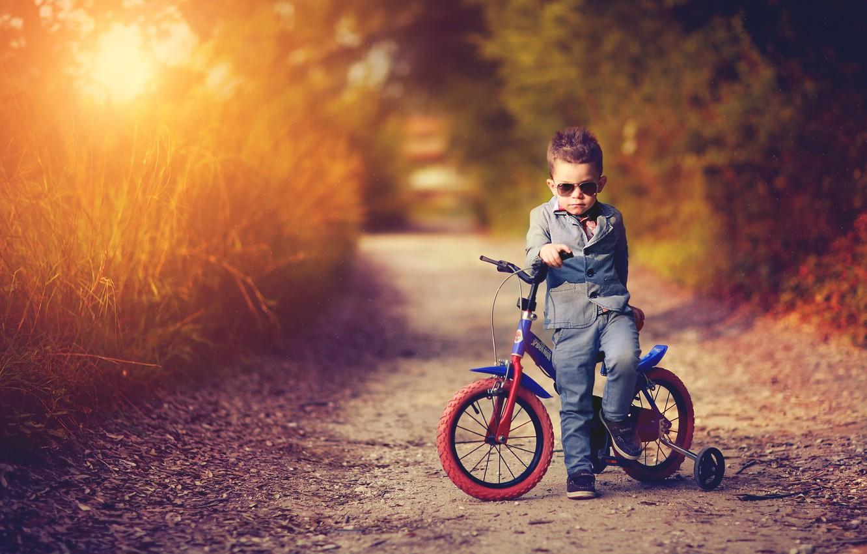 Фото обои дорога, закат, природа, велосипед, вечер, мальчик, костюм, ребёнок