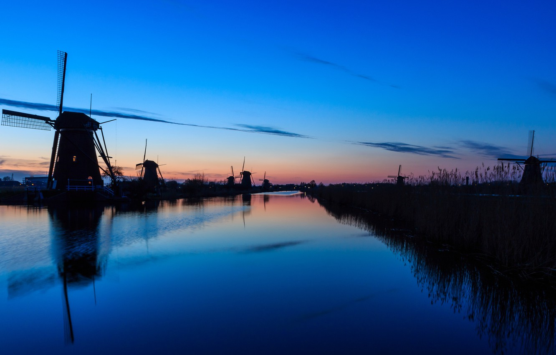 Фото обои небо, вода, облака, закат, гладь, отражение, река, вечер, мельницы, Нидерланды