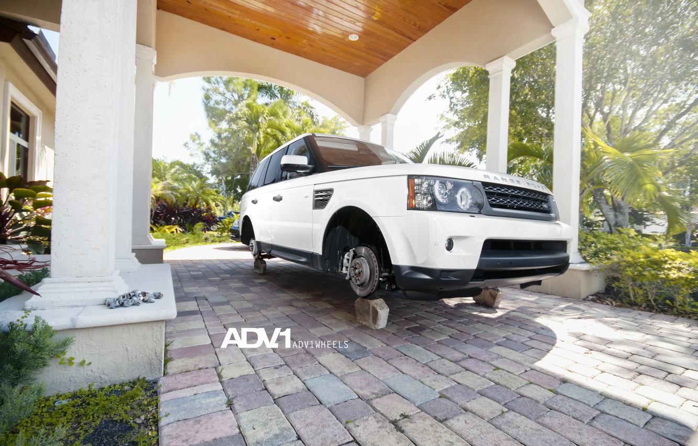 Фото обои белый, white, Land Rover, Range Rover, болты, на кирпичах, рендж ровер, WHEELS, лэнд ровер, ADV …