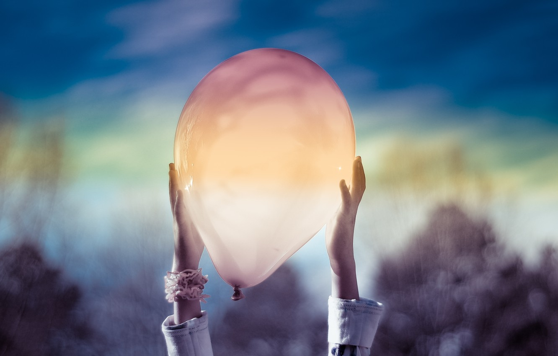 Фото обои Небо, Руки, Воздушный шар