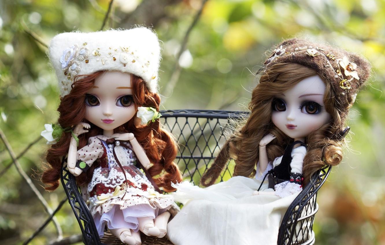 Фото обои девочки, игрушки, куклы, шапки, локоны, сидят