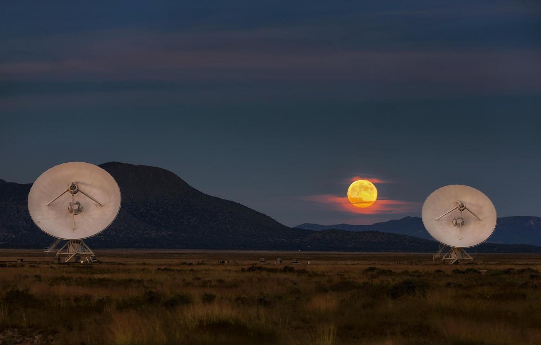 Фото обои пейзаж, закат, горы, луна, сумерки, радиотелескоп