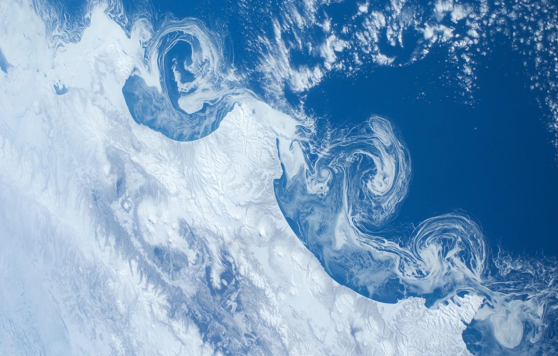 Фото обои снег, океан, земля, вулканы, NASA, камчатка, International Space Station, Міжнародна космічна станція МКС, плавучие льдины, …