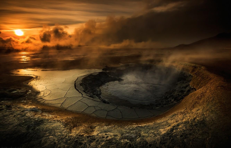 Фото обои небо, вода, солнце, облака, закат, озеро, вулкан, кратер, smoke, sunset, water, clouds, lake, evening, sun, …