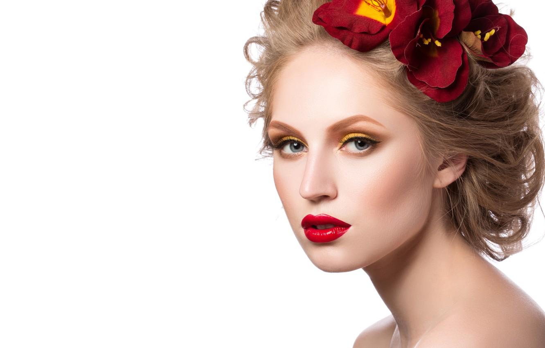 Фото обои девушка, цветы, ресницы, фон, модель, волосы, макияж, лепестки, прическа