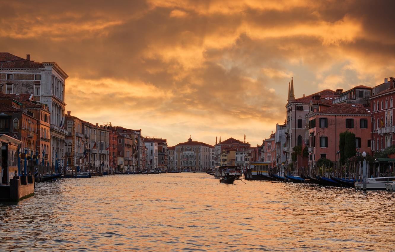 Фото обои небо, облака, city, город, lights, огни, лодка, дома, Ночь, вечер, Венеция, sky, Night, clouds, evening, …