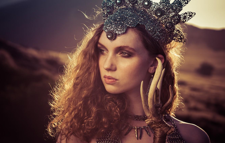 Фото обои взгляд, девушка, стиль, настроение, волосы, корона, рыжая, рыжеволосая, Alexandria Basso