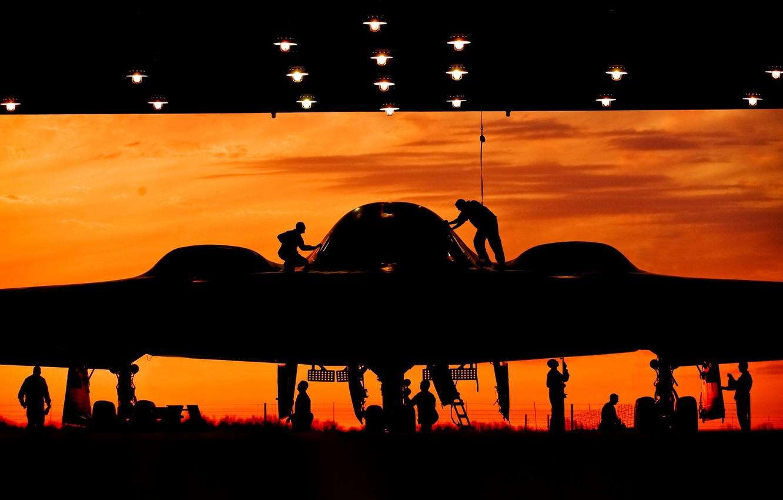 Фото обои закат, ангар, бомбардировщик, силуэты, стратегический, малозаметный, техники, подготовка, тяжёлый, Northrop B-2 Spirit
