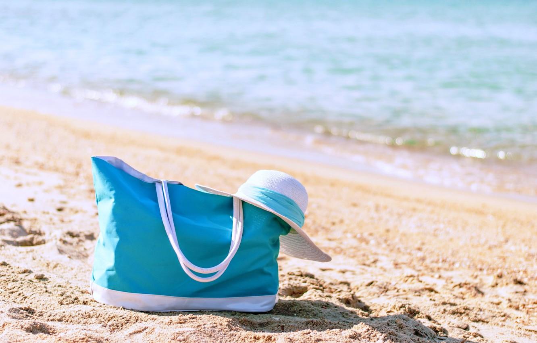 Фото обои море, пляж, лето, отдых, отпуск, шляпка, сумка, каникулы