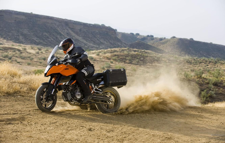 Фото обои мотоцикл, шлем, KTM, 990, кофр, Supermoto T
