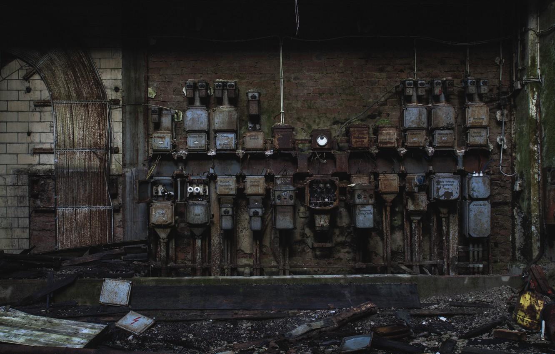 Фото обои фото, провода, завод, электричество, заброшенность, щиток