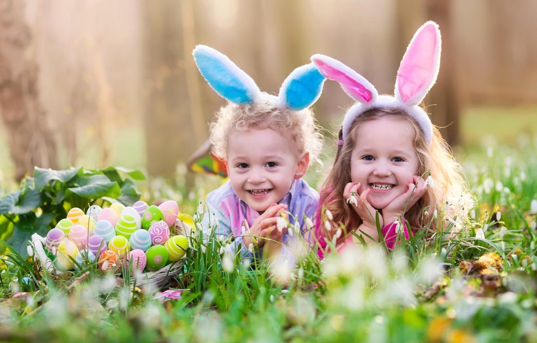 Фото обои трава, природа, дети, праздник, корзина, яйца, весна, Пасха, ушки, Easter, девовки