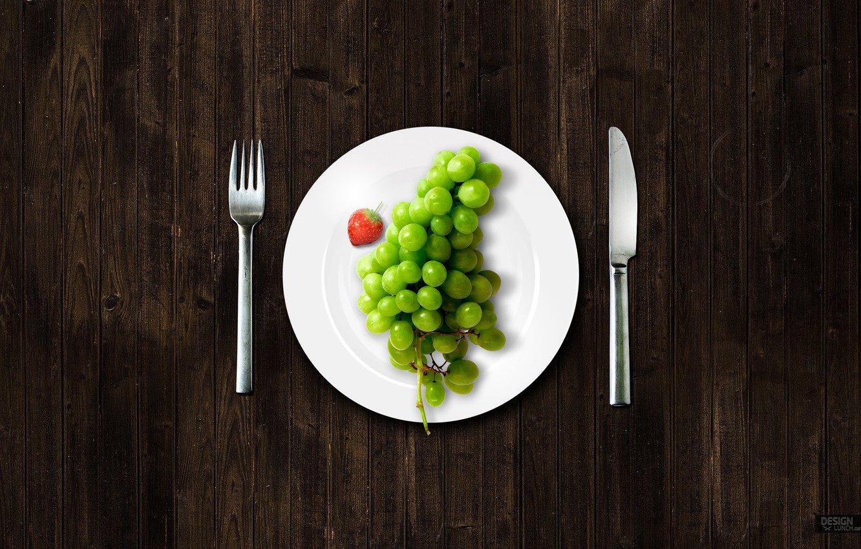Фото обои тарелка, виноград, вилка, ножик