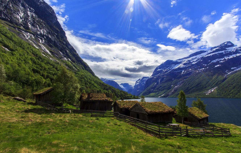 Фото обои небо, облака, горы, озеро, Норвегия, домики, лучи солнца, Nordfjord