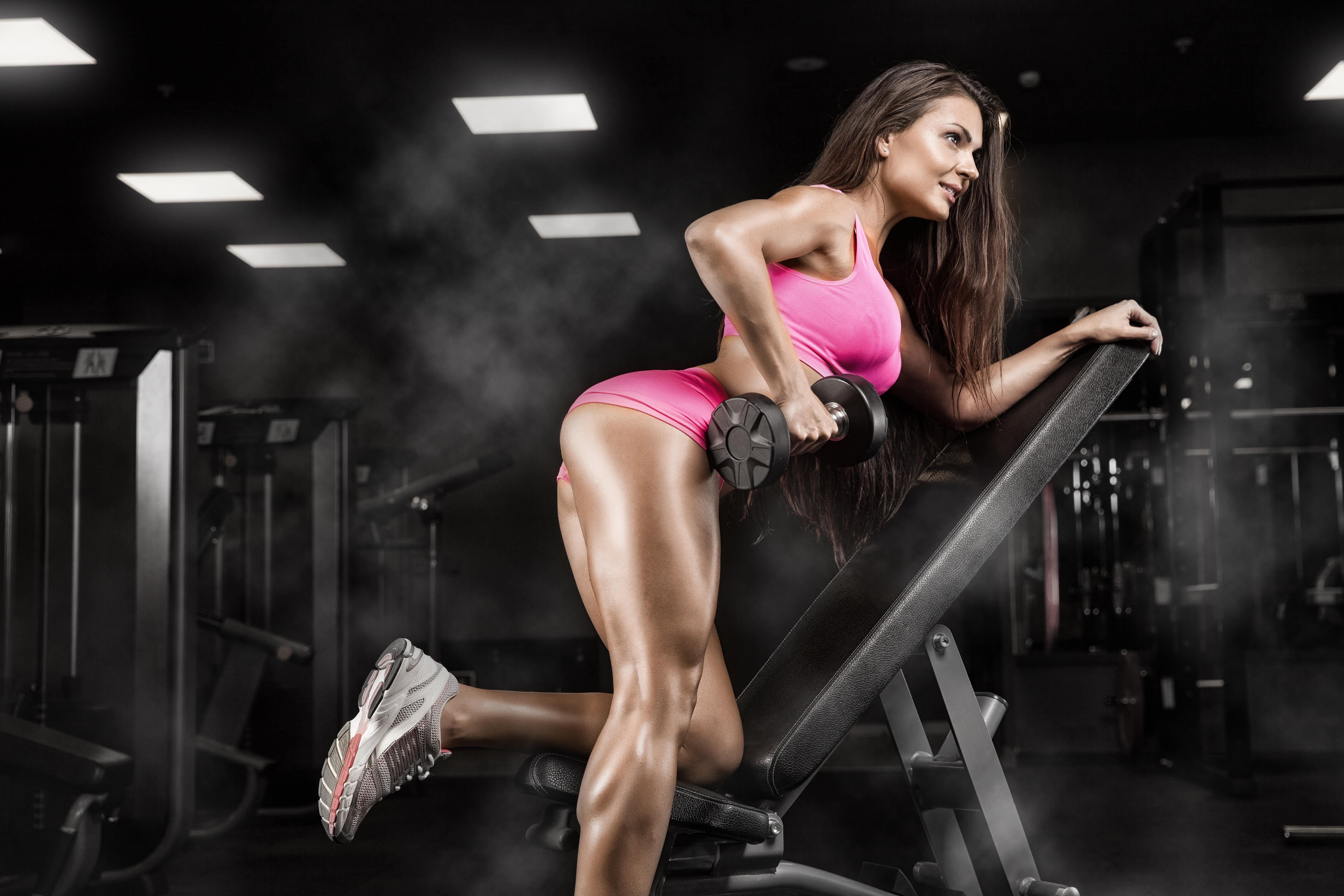 самосовершенствование еще фото красивых девушек в спортзале безприкословно