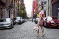Картинка город, девушка, платье, улица, взгляд, стиль