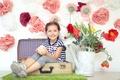Картинка цветы, дети, настроение, девочка, лейка, чемодан, ребёнок