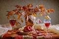 Картинка двое, ваза, Осень, букет, dimitorrr, вино, листья, яблоко, натюрморт, бокалы, виноград, свидание