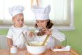 Картинка eggs, ребёнок, cream, cook, girl, поварята, крем, table, spices, Children, специи, повара, мальчик, девочка, cup, ...