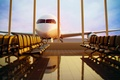 Картинка аэропорт, стекло, отражение, широкоформатные обои, пол, сша, terminal, штаты, u.s.a., отпуск, скамейки, вечер, терминал, сиденья, ...