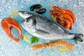 Картинка морепродукты, креветки, лимоны, рыба, лёд