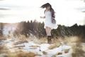 Картинка поле, девушка, свет, снег, радость