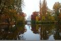 Картинка отражение, здание, мостик, деревья, листья, осень, вода, небо, река, пейзаж