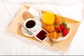 Картинка cup, сливки, сок, кофе, breakfast, поднос, coffee, круассаны, завтрак, croissant, джем, клубника