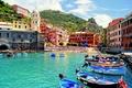 Картинка архитектура, город, бухта, море, собор, лодки, Vernazza, скалы, Italy, Италия, природа, дома, люди, пляж, Вернацца, ...