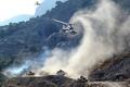 Картинка дорога, горы, машины, дым, вертолеты, пыль, танк, сопровождение, Ми-24, БМПшки, Колонна, прикрытие