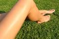 Картинка Ноги, трава, загар