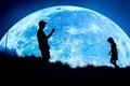 Картинка девочка, луна, ребёнок, ночь, фантазия, фотограф, силуэты