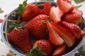Картинка ягоды, еда, клубника, тарелка, красные