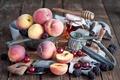 Картинка ягоды, вишня, персики, ежевика