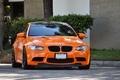 Картинка orange.бмв, дорога, деревья, кусты, bmw, e92, улица, поребрик, передок, оранжевый