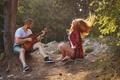 Картинка девушка, гитара, парень, песня