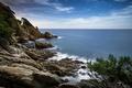 Картинка Испания, Catalonia, берег, Blanes, море, скалы, облака, небо, горизонт, камни