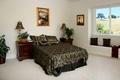 Картинка цветок, лампа, кровать, картина, окно, тумбочка, подушка, спальня