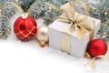 Картинка шарики, снег, ветки, коробка, подарок, шары, игрушки, Новый Год, Рождество, лента, красные, белая, бант, Christmas, ...