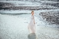 Картинка вода, девушка, берег, платье, прогулка