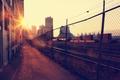 Картинка солнце, утро, здания, дома, город