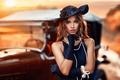 Картинка девушка, ретро, шляпа, макияж, платье, прическа, перчатки, бусы, шатенка, красотка, автомобиль, боке, Alessandro Di Cicco