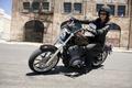 Картинка девушка, лицо, стиль, настроение, ветер, размытость, поворот, мотоцикл, байкер, седло, хорошо, как, новый, Harley-Davidson, хорошее, ...