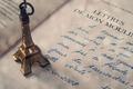 Картинка франция, ручка, страна, эйфелева башня, письмо, надпись, eiffel, почерк, статуэтка, париж, язык